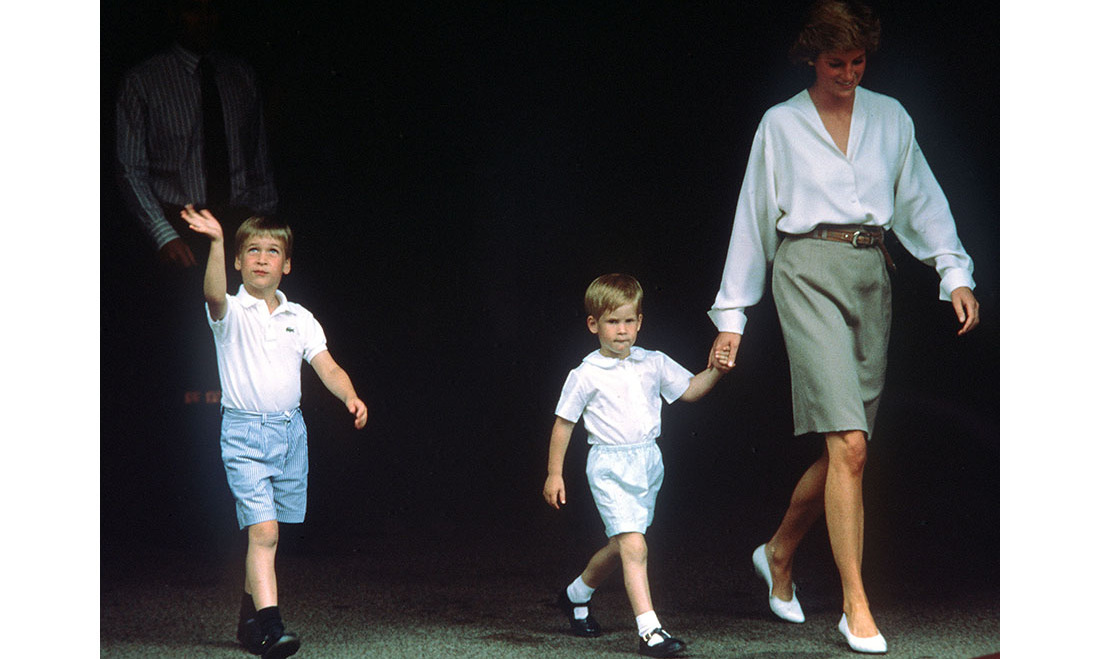 <a href=/tags/0/princess-diana><strong>Princess Diana</strong></a> brought her young sons, <a href=/tags/0/prince-william><strong>Prince William</strong></a> and <a href=/tags/0/prince-harry><strong>Prince Harry</strong></a>, to meet their newborn cousin Beatrice at Portland Hospital on Aug. 10, 1988.