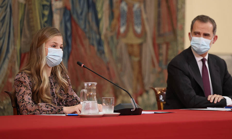 Princess Leonor with dad King Felipe at a meeting with the Princess of Girona Foundation (FPdGI) at the Royal Palace of El Pardo in Madrid on Dec. 11, 2020. Photo: © Casa de S.M. el Rey/Spanish Royal Household via Getty Images