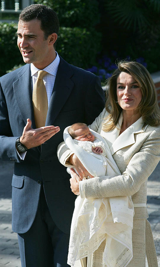 There she is! Then-Princess Letizia and Prince Felipe show off their bundle of joy for the cameras at Ruber International Hospital on Nov. 7, 2005. Photo: © PIERRE-PHILIPPE MARCOU/AFP via Getty Images