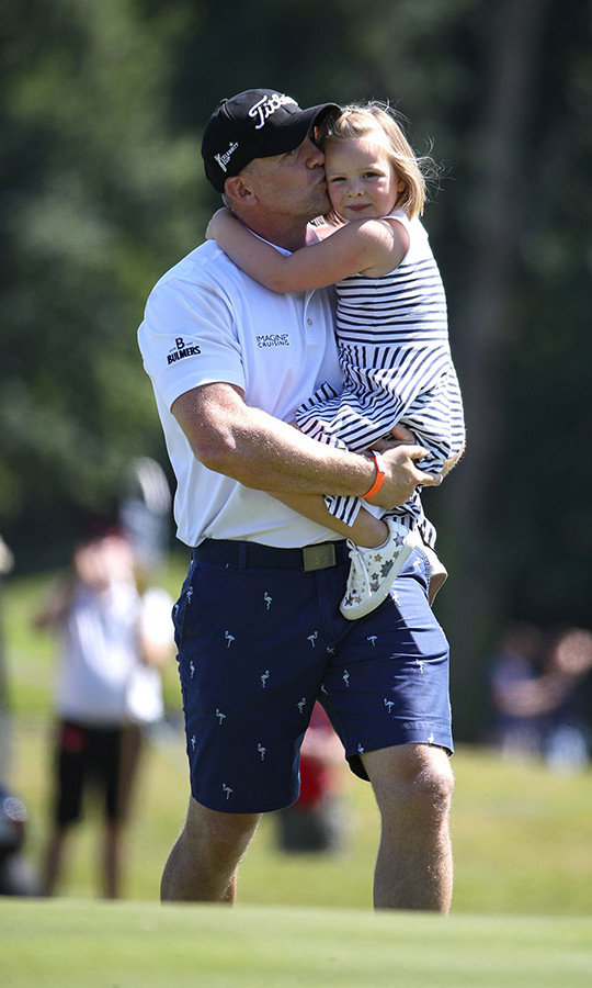 At the Celebrity Cup, Mia received a tender kiss from her dad. 