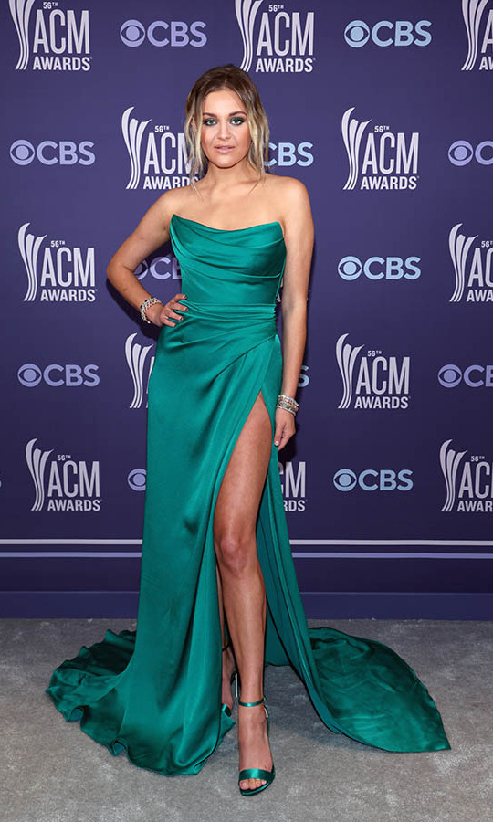 <a href=/tags/0/Kelsea-Ballerini><strong>Kelsea Ballerini</strong></a> embraced a matching look in a sculpted teal gown courtesy of <a href=/tags/0/dolce-and-gabbana><strong>Dolce & Gabbana</strong></a>.