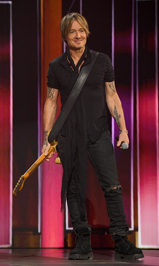 Keith Urban remained true to his signature style with a rock-n-roll, all-black outfit for his performance.