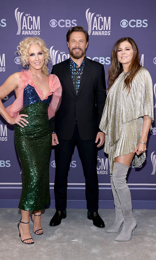 The members of <strong>Little Big Town</em> put on their glitziest outfits.