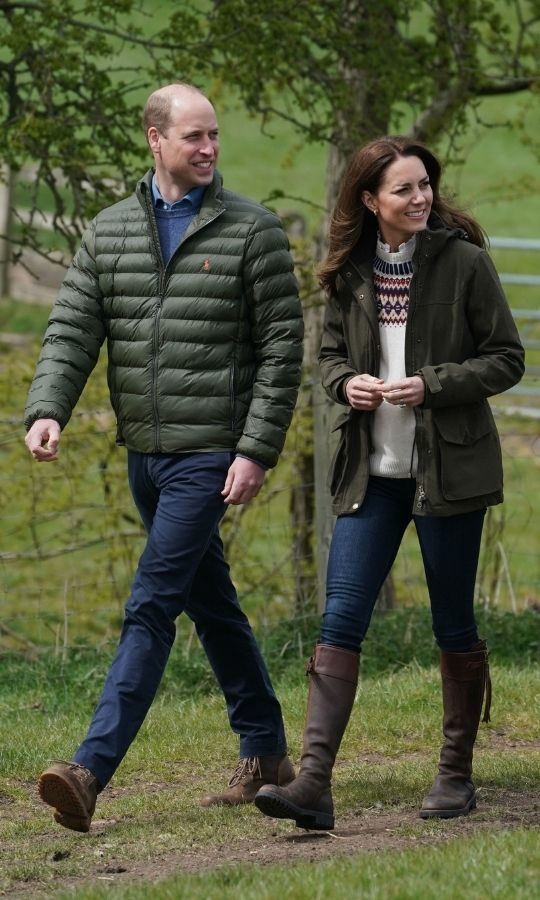 Kate wore a Fair Isle style sweater from <Strong>Brora Cashmere</strong>, along with a green wax jacket, jeans and her beloved <Strong>Penelope Chilvers</strong> boots, which she's owned for 16 years!