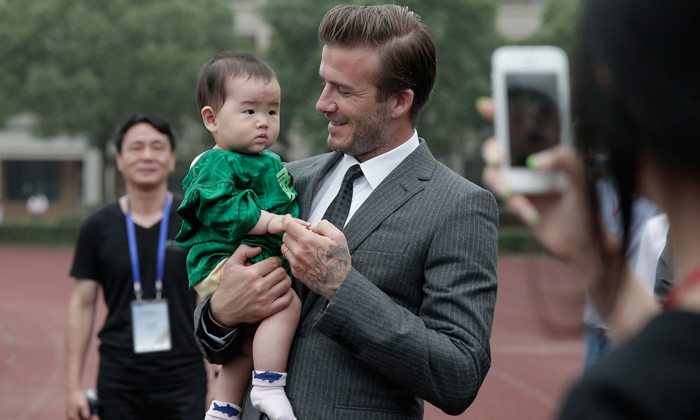 David Beckham meets a young fan during his visit to Hangzhou Greentown club © Getty Images