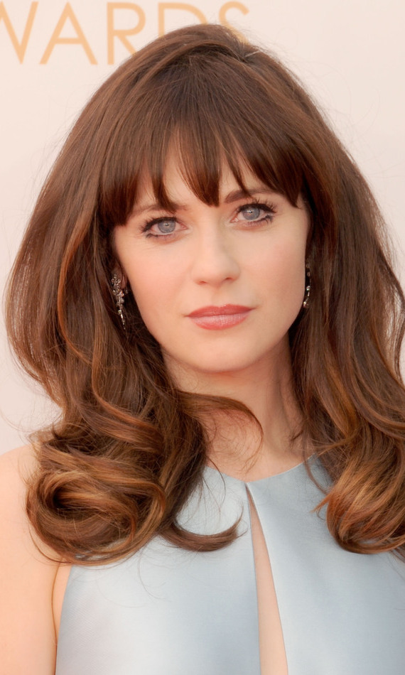 Chanelling a retro vibe, Zooey Deschanel matches her dress to her big blue eyes. We can't get enough of this big '60s hair (and signature bangs)!