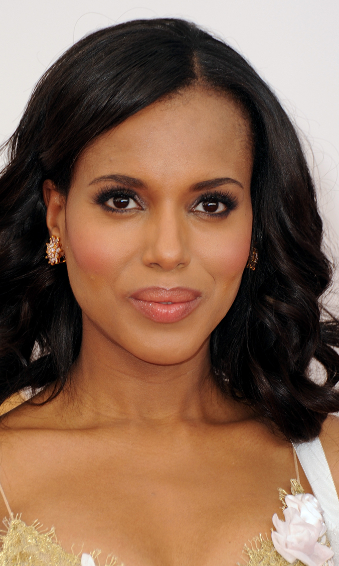 Kerry Washington's Emmy look was definitely a win; we love how this smokey shadow brings out the 'Scandal' actress's deep brown eyes.