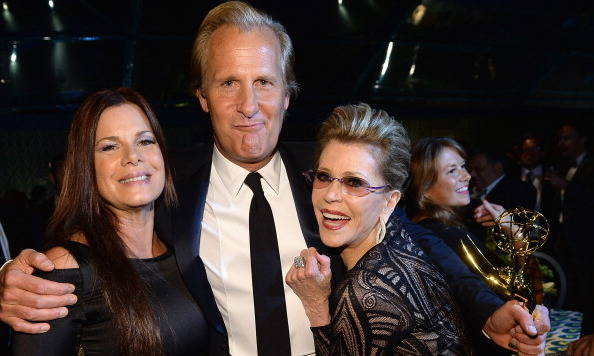 "Marcia Gay Harden, Jeff Daniels and Jane Fonda pose with Daniels ""Outstanding Lead Actor in a Drama"" Emmy at the HBO after-party."