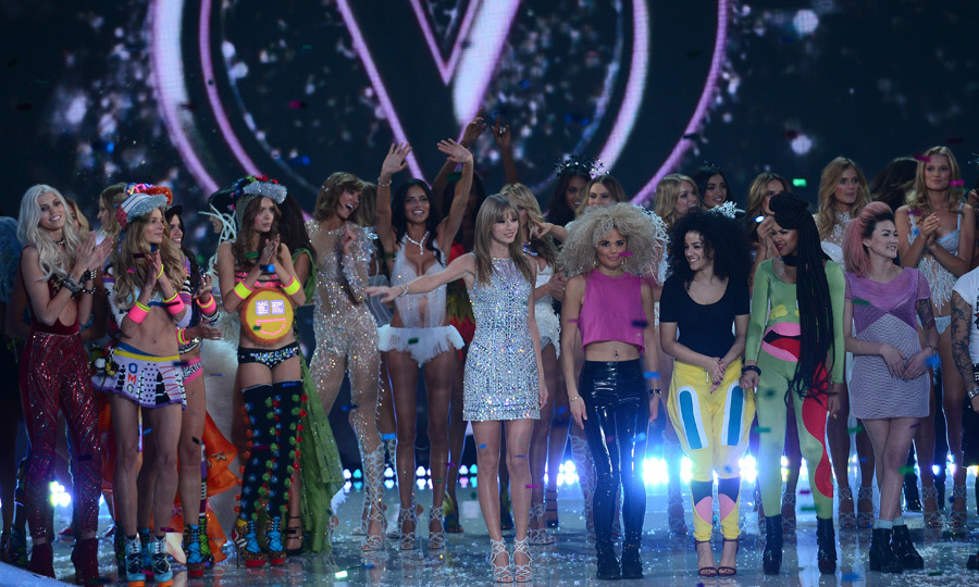 Taylor Swift and models celebrate at the end of the 2013 Victoria's Secret Fashion Show. Photo: © Getty Images