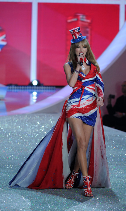 Taylor Swift performing at the Victoria's Secret Show. Photo: © Getty Images