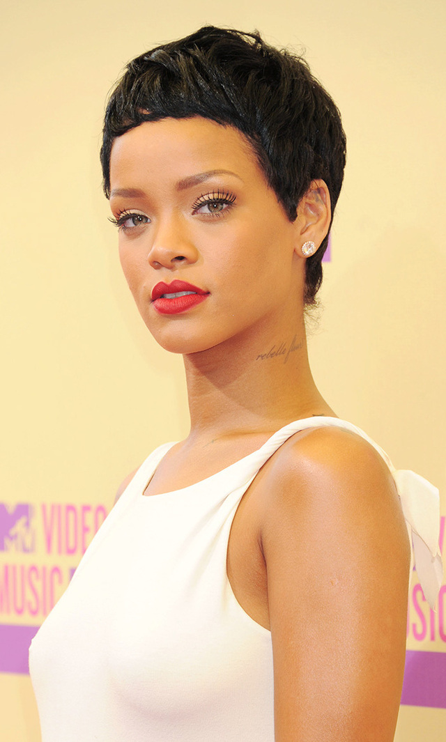 From mullets to afros and everything in between, Rihanna is a woman of many hairstyles, but with a mug that gorgeous we absolutely love how her pixie puts her face in focus. At the 2012 MTV Video Music Awards, where she debuted this particular length specifically for her performance, the pop star kept it clean on the red carpet in a simple white gown.