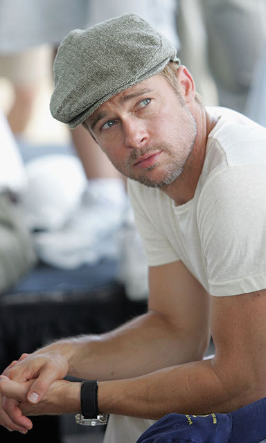 Sporting an on-trend newsboy cap, the actor attended a press conference for the Global Green USA's first house project in 2007.