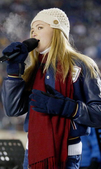 Paulina is a singer. Her first performance was at a 2004 Hockey World Cup championship, where she sang the Canadian national anthem.