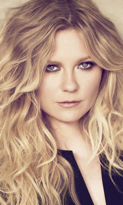 Kirsten Dunst has been named the first ever spokesmodel for L'Oréal Professionnel. The actress is promoting two new hair products, Wild Stylers from Tecni.Art and Beach Waves (looks like she's got the latter downpat!).