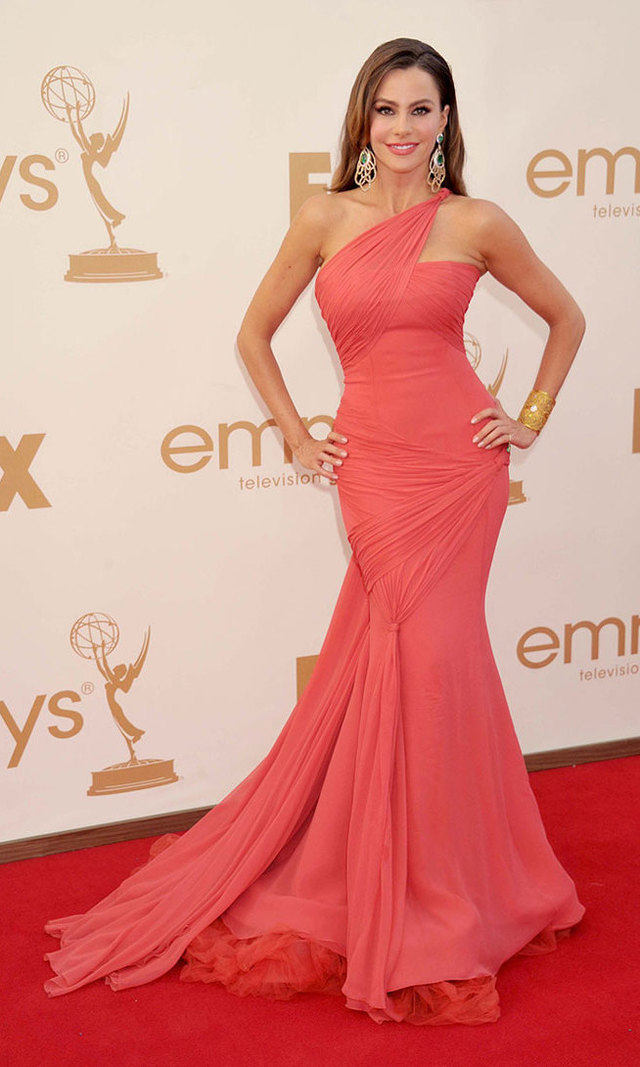 Showing off her dangerous curves at the 2011 Emmys in coral Vera Wang, Sofia added a splash of sparkle with emerald-and-diamond earrings and stacks of bangles by Lorraine Schwartz.