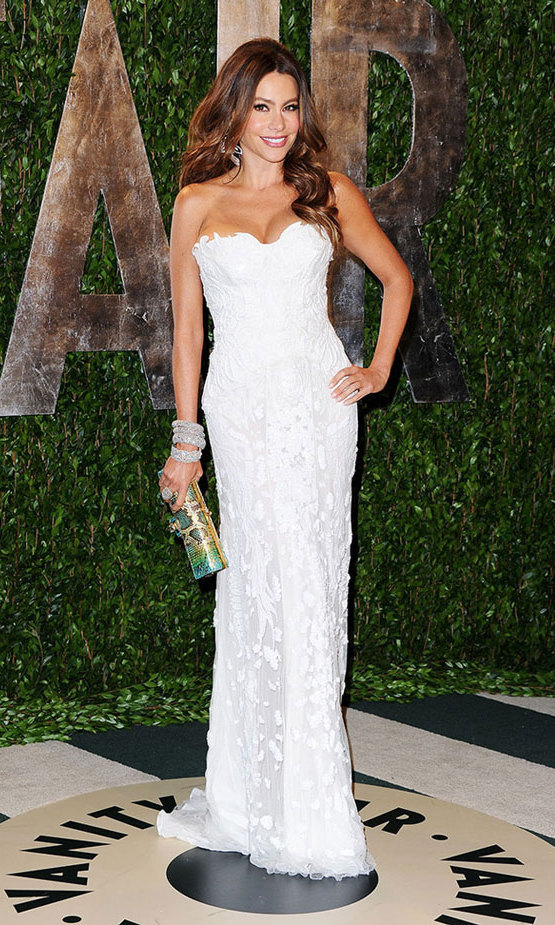 The Columbian beauty let her hair down at the annual Vanity Fair Oscars bash in 2012, donning pure white Roberto Cavalli, Lorraine Schwartz jewelry and a Judith Leiber clutch for a bit of colour.