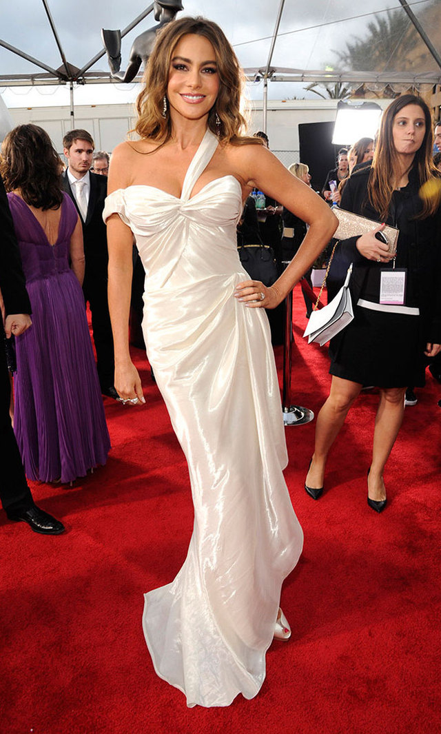 Sofia was a vision in white asymmetrical Donna Karan at the 2013 Screen Actors Guild Awards. Charlotte Olympia jewels and heels completed the angelic look.