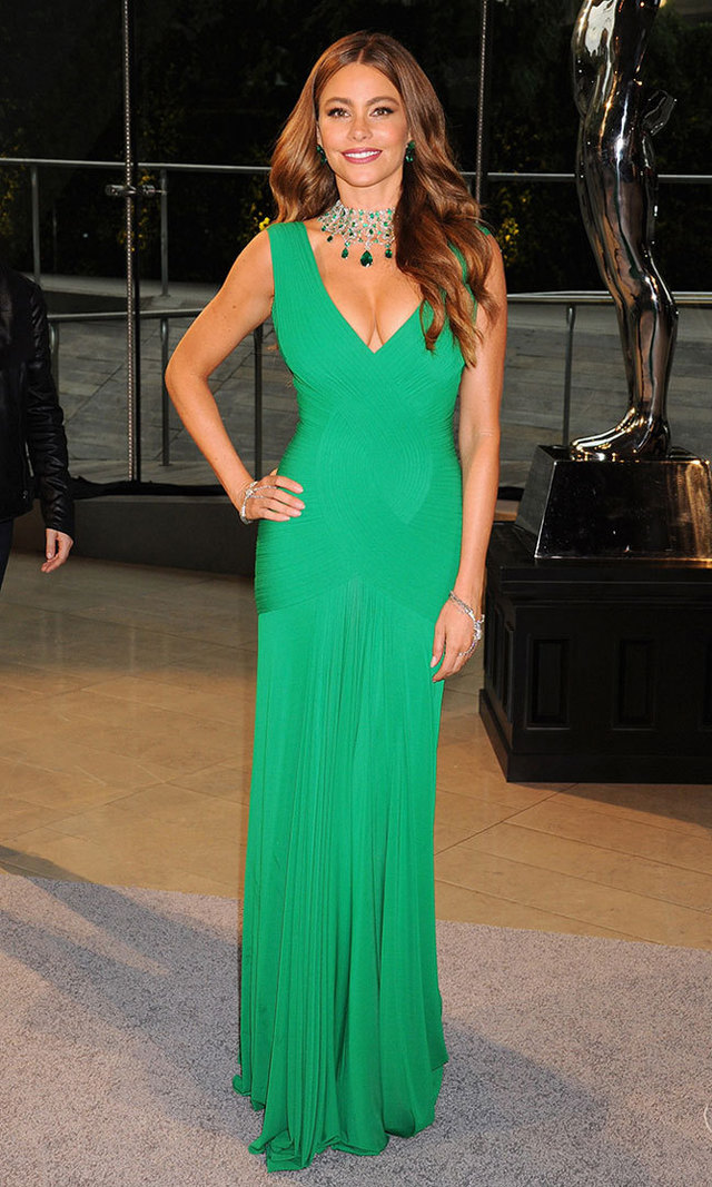 We were green with envy at how stunning Sofia looked at the 2013 CDFA Fashion Awards in a vibrant, emerald Herve L. Leroux creation and matching Lorraine Schwartz jeweled choker.