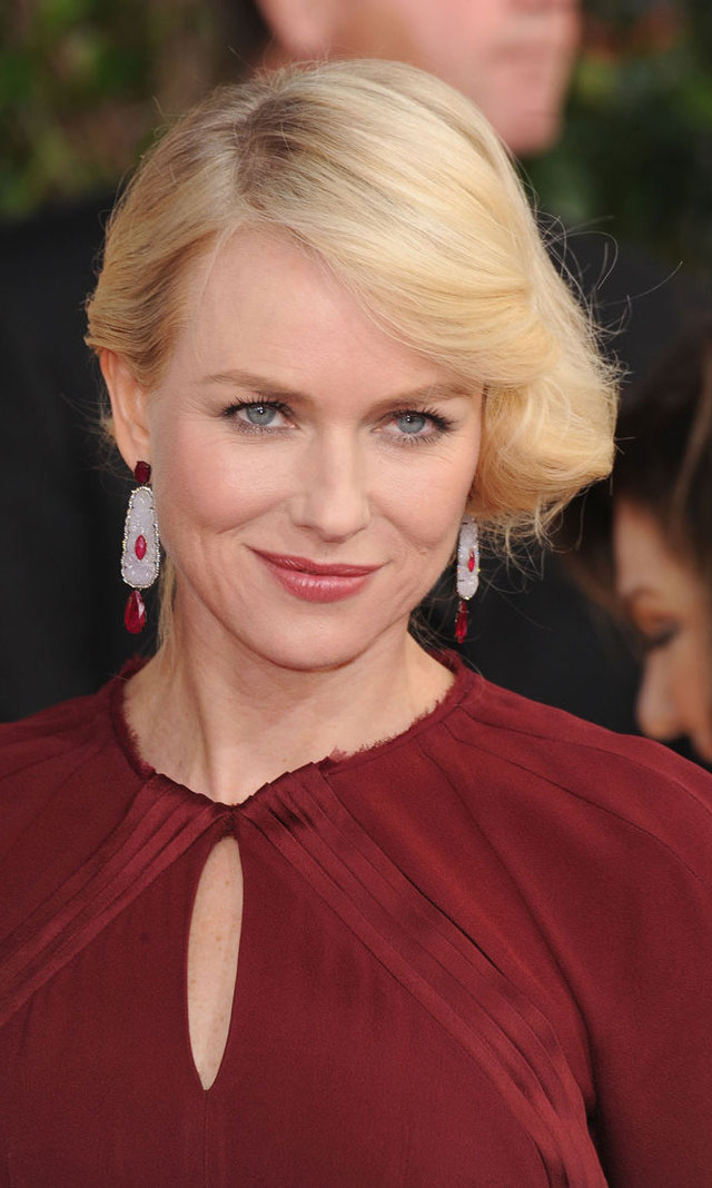 Naomi Watts' side-swept faux bob and glossy, mauve lips were the epitome of classic glamour.