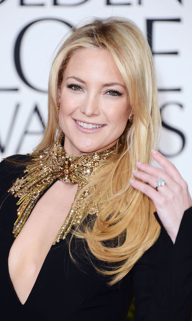 Kate Hudson was glowing on the red carpet in shimmery makeup and a simple salon blowout.