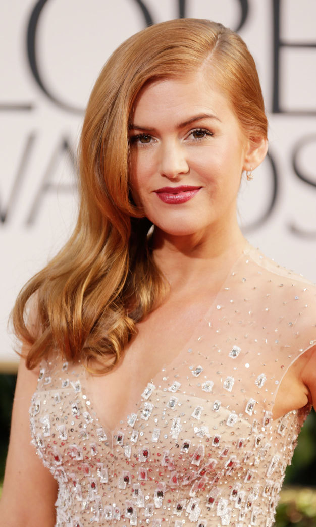 Isla Fisher dazzled in a Veronica Lake-inspired 'do, which she paired with a plum lip.