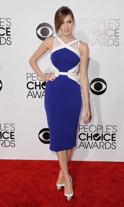 Allison Williams in a structured David Koma dress and Christian Louboutin shoes. Photo: © Getty Images