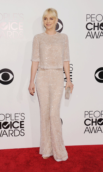 Anna Faris in a Naeem Khan top and pants, Jimmy Choo shoes and a Rauwolf clutch. Photo: © Getty Images