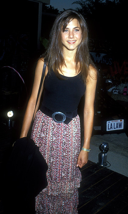 Jennifer kept things simple, as always, at an NBC pool party in Los Angeles in 1990, sporting a black tank top, a bohemian skirt and a belt. Photo: © Getty Images