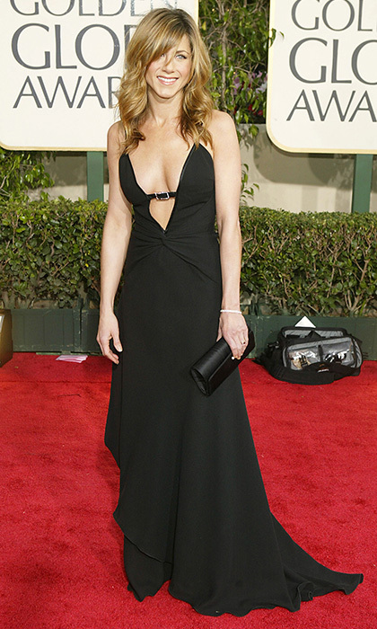 For the 2004 Golden Globes, Jennifer chose a Valentino Carlo Allegri black gown with a plunging neckline. Photo: © Getty Images