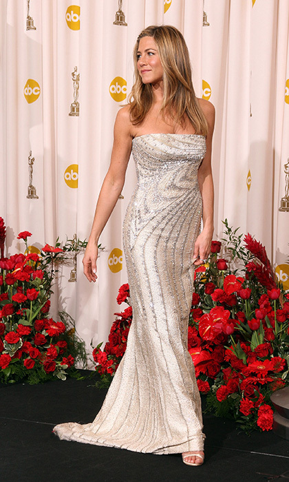 Jennifer shimmered at the 2009 Academy Awards in a strapless Valentino gown. Photo: © Getty Images