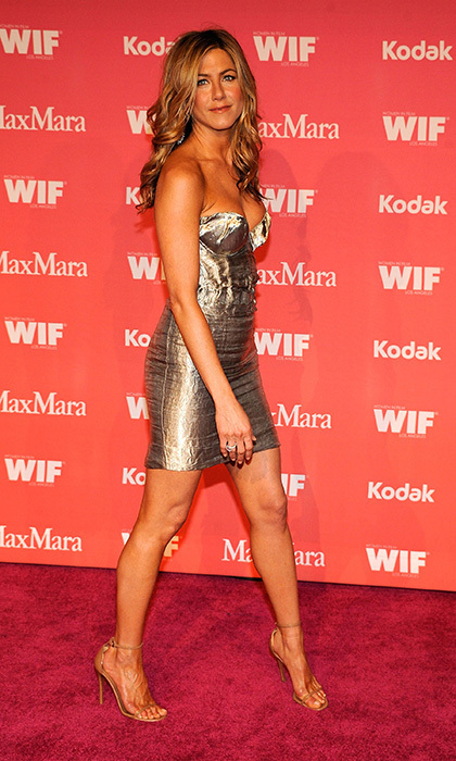 Jennifer showed off her gorgeous gams at an 2009 Women in Film event in a strapless, metallic Prada mini. Photo: © Getty Images