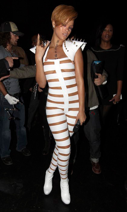 For her 2009 American Music Awards performance, Rihanna strapped herself into a futuristic white cat suit withshoulder pads – which shot lasers across the stage. It was, without a doubt, one of her most daring outfits to date.
