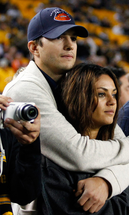 Ashton lovingly wrapped his arms around Mila's shoulders during a Chicago Bears game in Pittsburg last September. Photo: © Getty