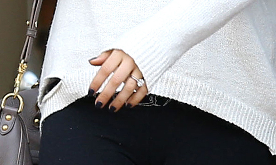 Mila's engagement ring appears to be a pear-shaped diamond of at least five carats set in platinum with a simple setting. It's estimated to be worth around $25,000. Photo: © Splash