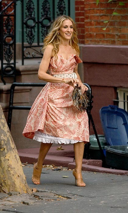 In Photos Carrie Bradshaw S Best Outfits From Sex And