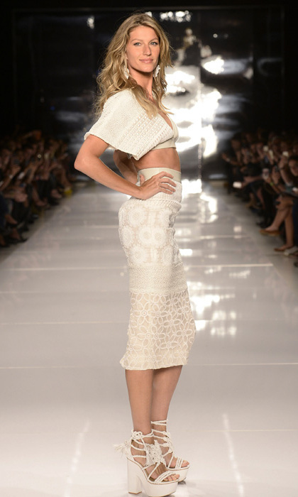 Gisele also wore this white two piece Photo: © Getty Images