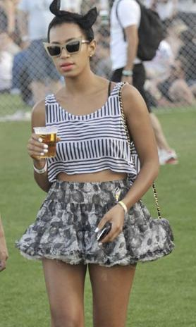 Solange Knowles looked gorgeous in 2010 when she rocked a monochrome crop top, teamed with a grey patterned tutu skirt.