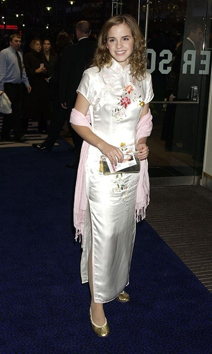 The brunette beauty took a fashion risk in an all-white, kimono-inspired dress, which was both elegant and age appropriate for a premiere in 2004.
