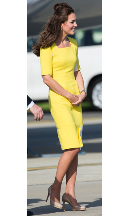 Kate Middleton looked lovely as she stepped out of the plane in a bright yellow wool crepe dress with white panels by Roksanda Ilincic.