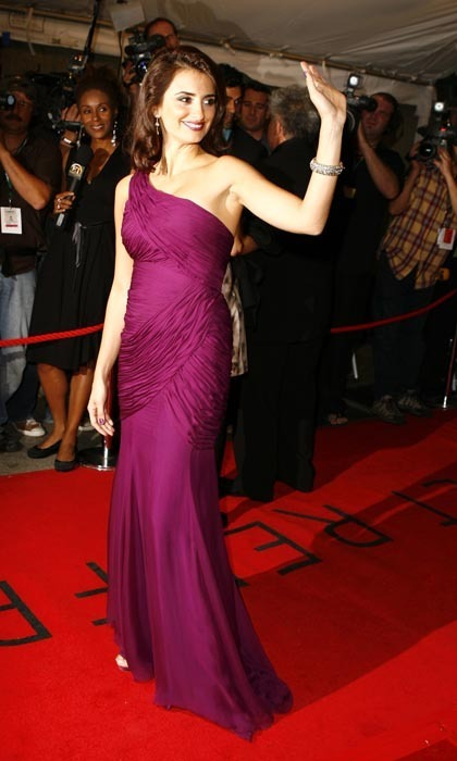 At TIFF in 2006, she slipped into a one-shouldered fuschia number and styled her hair in dramatic finger waves. (Photo by J. Vespa/WireImage)