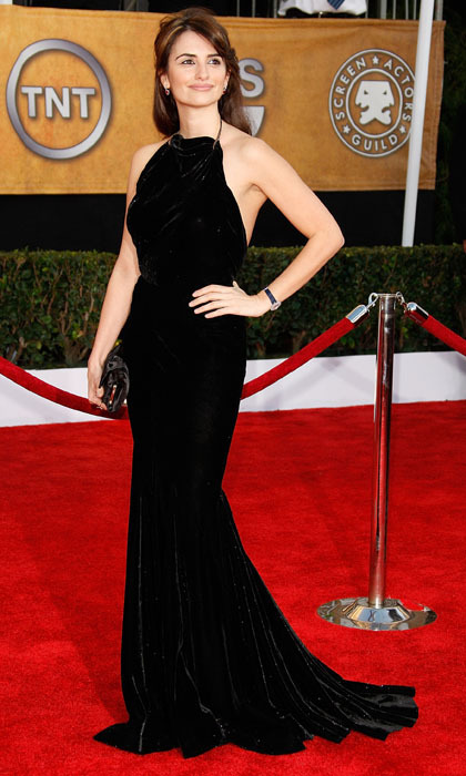 Simple and elegant, the actress chose a black velvet Azzedine Alaia gown for the 2009 SAG awards. (Photo by Dan MacMedan/WireImage)