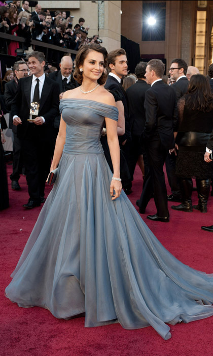 Channeling Grace Kelly at the 2012 Oscars, the star chose an off-the-shoulder periwinkle ball gown and retro-inspired hair. (Photo by Getty Images)