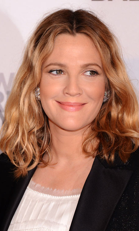 Rather than deal with tipping percentages and equations, Drew Barrymore puts a 100 per cent tip on the bill every time she goes out. Former bartender Ana Ortiz, who is now a famous actress, can vouch for the generous star and claims she's received this sum from Drew many times.