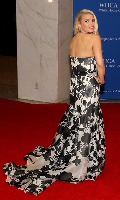 Jessica Simpson in Carolina Herrera