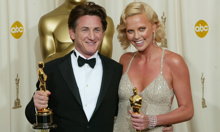 Sean Penn and Charlize Theron show off their Oscars backstage at the 76th Annual Academy Awards in 2004. (Photo: Albert L Ortega, Getty Images)