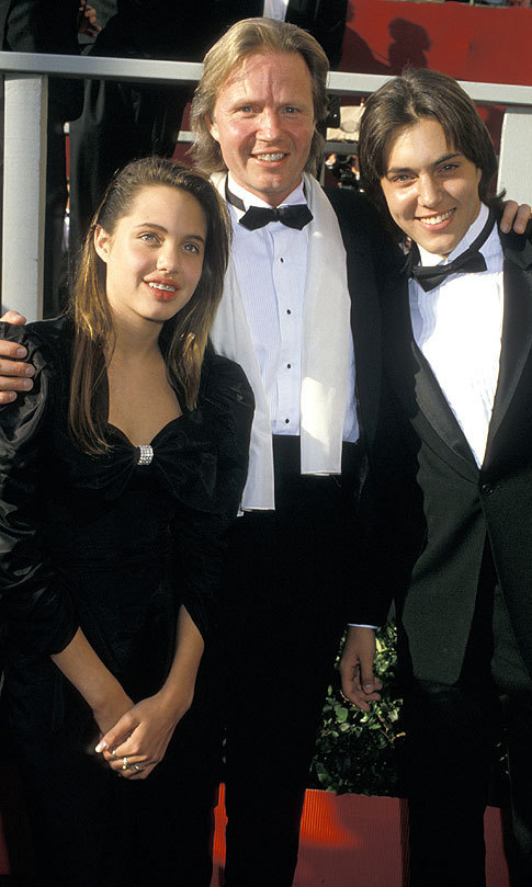 On the red carpet at the 1988 Oscars with her dad and brother James Haven
