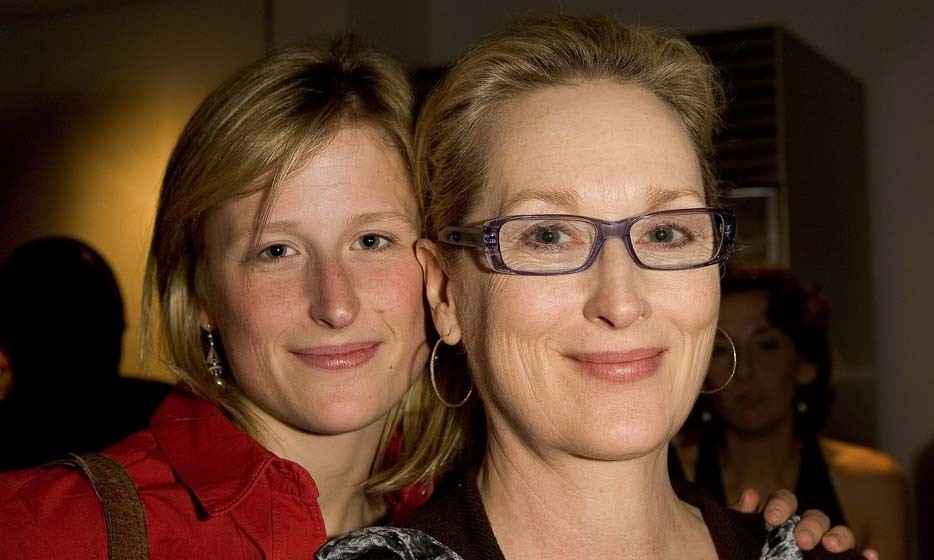 Meryl Streep and daughter Mamie Gummer have the same striking face made famous by Sandro Botticelli. This mother-daughter duo are naturally striking, both the modern-day embodiment of old Hollywood glamour. Photo: © Getty