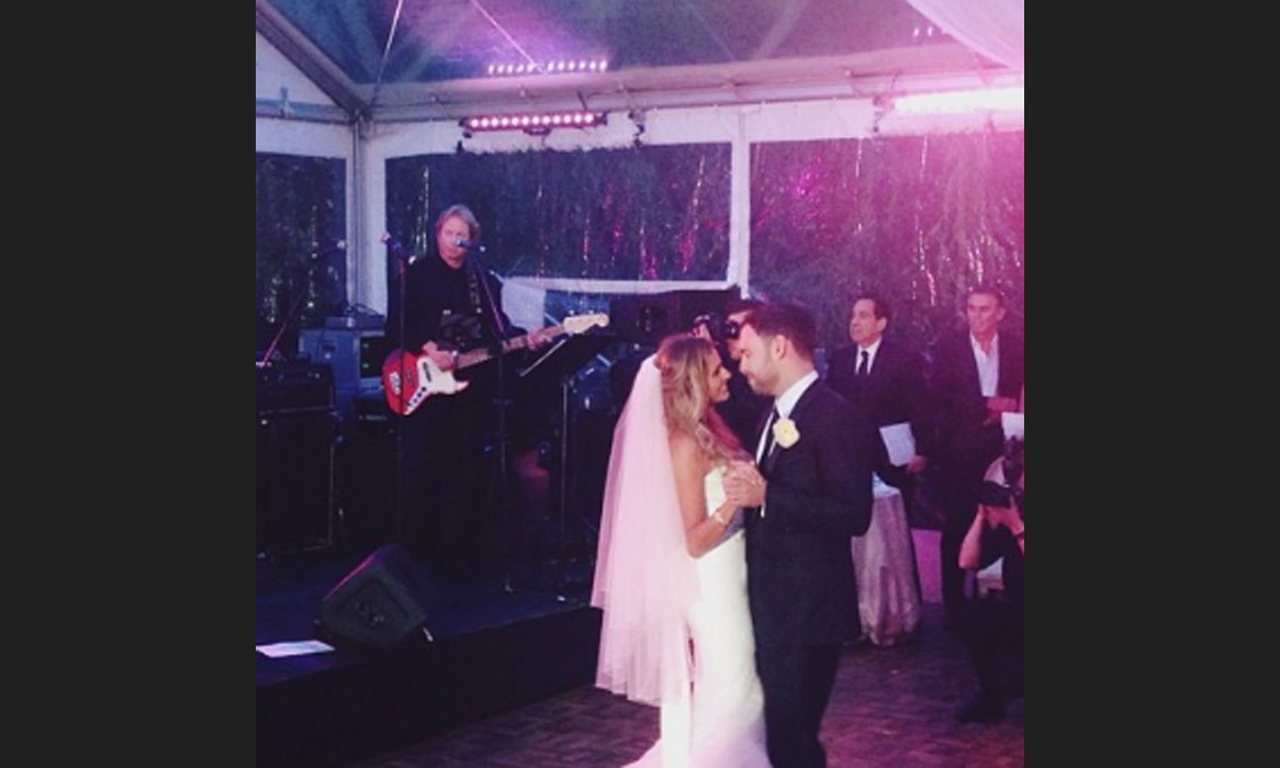 "The radiant couple shared their first dance to a performance by Ed Sheeran; ""@teddysphotos bringin down the house for @scooterbraun & @yael first dance. #SYBwedding"" Photo: © Instagram"