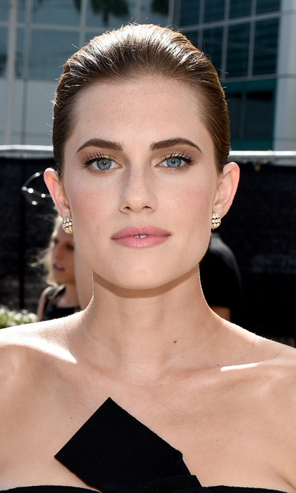 Gold was the order of the day for heavily browed 'Girls' star Allison Williams, who slicked her brown locks back to let her gilded lids and pink pout do the talking. © Getty