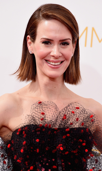 With a dress this intricate, Sarah Paulson was wise to keep it simple up top. The 'American Horror Story' actress went with a sleek bob and a creamy coral lip. © Getty
